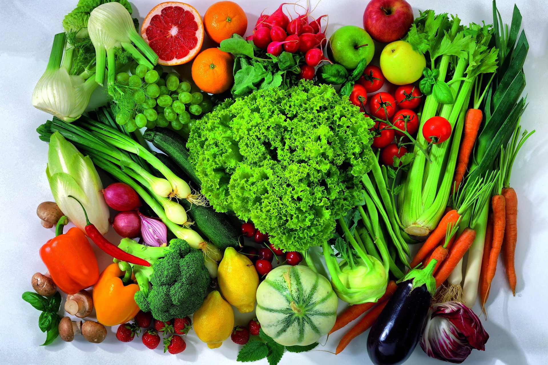 Firss saláta ágy az egészséges táplálkozáshoz.